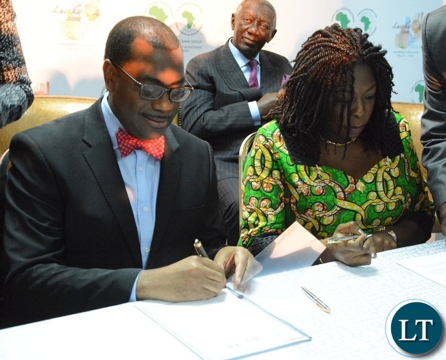 African Development Bank President Akinwumi Adesine and Managing Director Dangote Foundation Zouera Youssoufou signing the connection with the Technical Partnership on Nutrition at the Achieving Nutritional Security conference