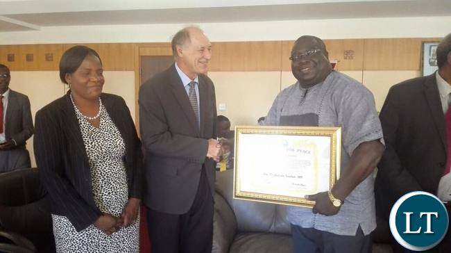 Dr Kambwili receiving his award