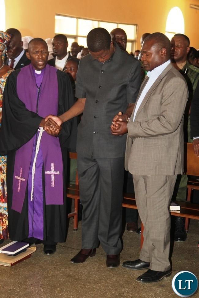 President Edgar Lungu, Kabundi Kapisha UCZ Congregation Bishop Sichilima (l) and Fr.Frank Bwalya worshiping at  UCZ Church in Chingola