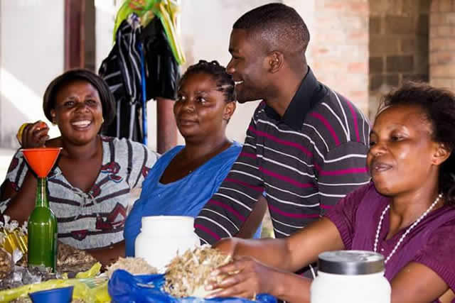 Niza Phiri interacts with Kwacha residents