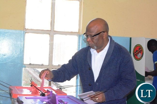 President for Movement For Multiparty Democracy (MMD) Nevers Mumba Casting his vote at Woodlands A Polling station in Lusaka yesterday,11-08-2016.Picture by Josephine Nsululu/Zanis.