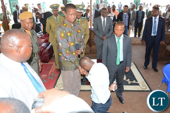 President Edgar Lungu shake hand to Zambia Correctional Services inmate representetive during the donation goods by President Lungu to the inmates