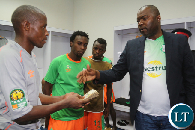The newly appointed Copperbelt Minister Bowman Lusambo  donating K 9000 to the players after the won the match