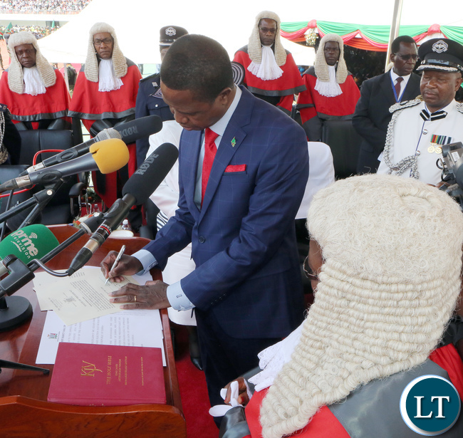 President Edgar Lungu Signing the Documents of Oaths while the chief Justice Irene Mambilima looks on