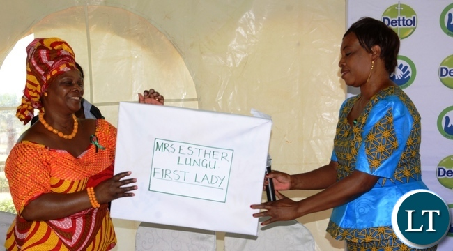 North mead Primary School Headmistress Sylvia Mulyata(r) presents a gift of appreciation to the First Lady Esther Lungu(l) during  Giacomo Global Hand Washing Day at North mead Primary School