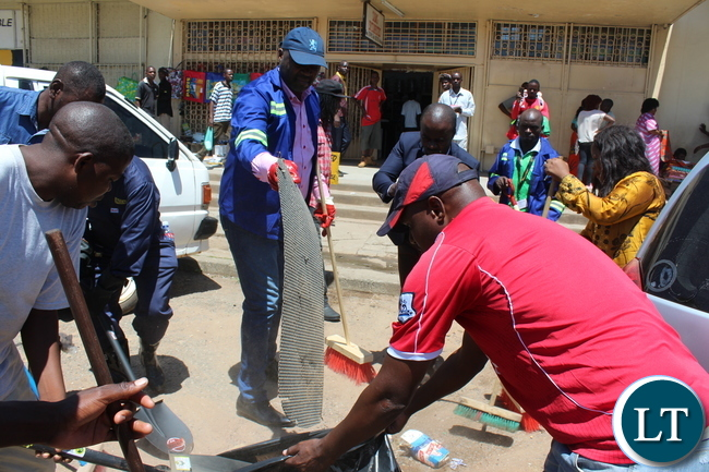 Copperbelt Minister Bowman Lusambo gets involved in cleaning the streets of Ndola