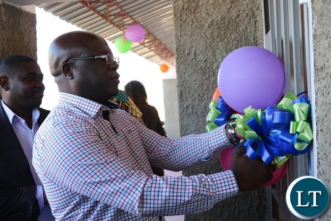 Chali Chilombo, Nchanga MP, cuts the ribbon for the new 1x3 classroom block at Soweto Primary School