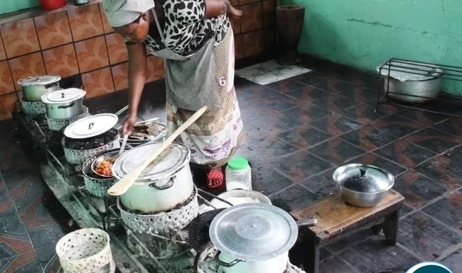 A cook preparing food in one of a restaurant in Serenje district.