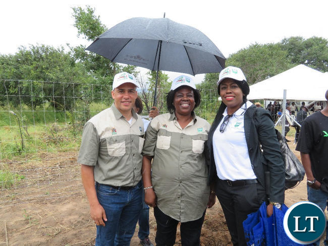 Jean Kapata (centre) poses for a photo with WWF Zambia Country Director Nachilala Nkombo during the the commemoration of the 2017/2018 national tree planting season