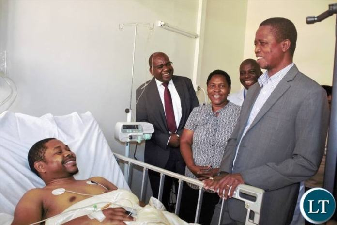 President Lungu at the University Teaching Hospital this afternoon where he visited Dr. Job Kaweshi, the Kidney transplant patient and Mr Tinashe Kaweshi, the Donor. Dr. Tinashe Kasweshi and Mr Job Kasweshi are biological brothers and their mother Mrs Catherine Kabaye Kasweshi expressed gratitude at the succesful transplant which has seen both her sons return to her alive and well.