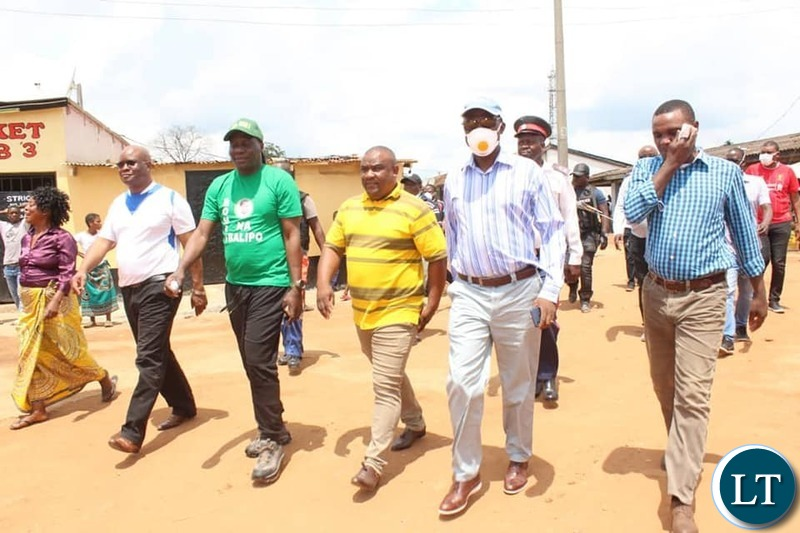 Copperbelt Minister Hon. Japhen Mwakalombe joined and led a team that went round the City of Ndola checking on the compliance levels from bar owners, church leaders and residents themselves.