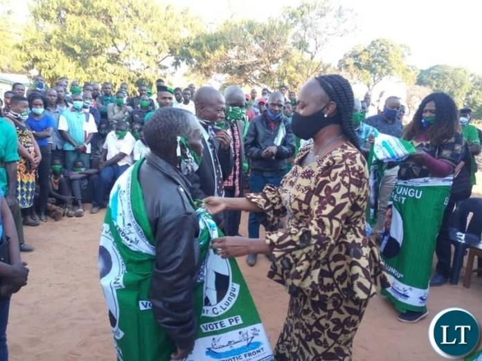 Mumbi Phiri  receiving over 850 defectors in Kabompo district