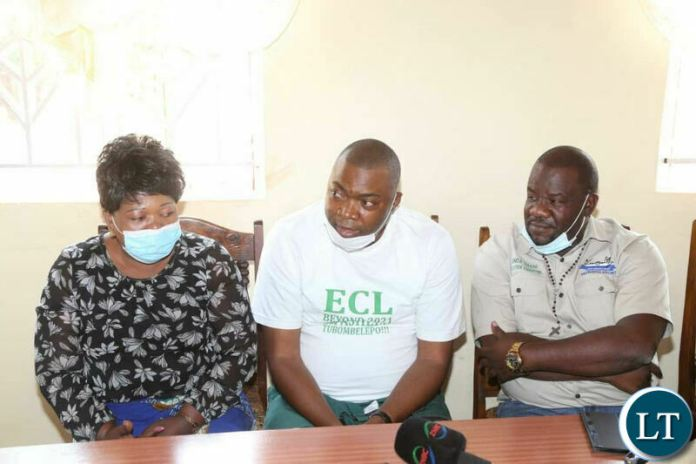 PF Copperbelt Mobilisation Chairman Bowman Lusambo flanked by his team Members when they paid a courtesy call on Chief Lumpuma at his palace on Saturday.