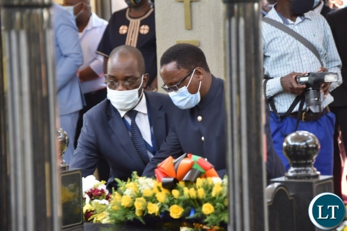 DMMU National Coordinator Chanda Kabwe with Lusaka Province Permanent Secretary Elias Kamanga, laying wreaths at the tomb of the late President Sata during the Sata memorial service at Embassy park. Wednesday, October 28, 2020.Picture By ROYD SIBAJENE/ZANIS