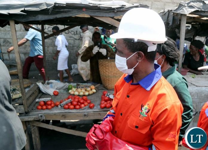 President Edgar Lungu tours Market after the Keep Zambia clean in Mandevu 9249