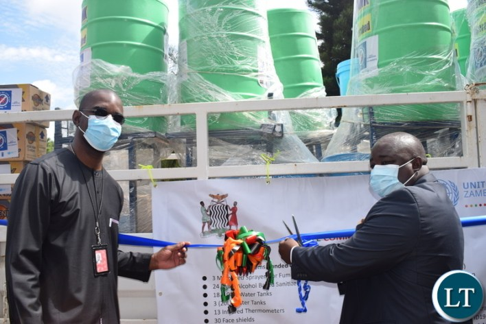 Lusaka Deputy Mayor Christopher Shakafuswa and UNDP Deputy Resident Representative Roland Seri jointly cut the ribbon to kickstart the pilot phase of the Safe Market, Safe Communities project.