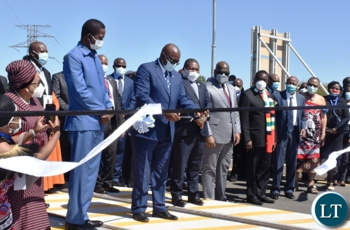 President of Botswana Mokgweetsi Masisi cuts the ribbon to officially open the Kazungula bridge from the Botswana side whilst other heads of states look on