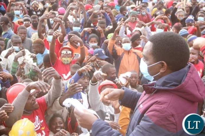 HH distributing face masks to people in Lusaka's Meanwood Ndeke area.