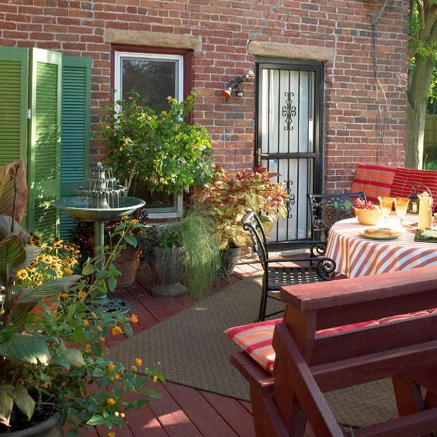 outdoor home decorating with flowers