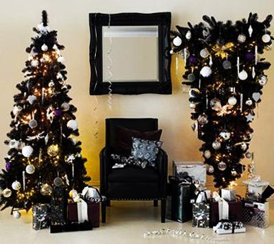 Luxe Noir A Glamorous Approach To Holiday Decorating Bold Colors Of Velvety Black Charcoal Gray And Deep Gold Accented With Bits Metallic Silver