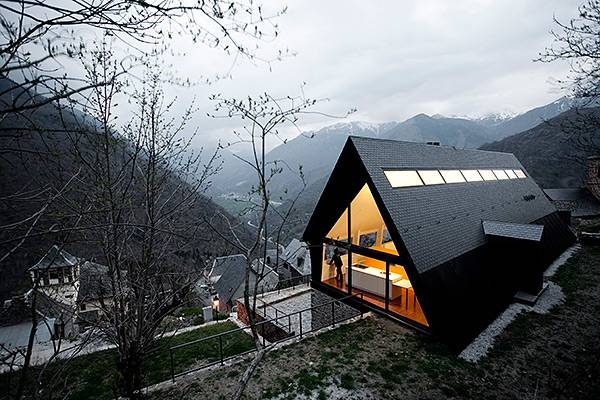 Triangles In Architectural Designs Taking Modern Houses