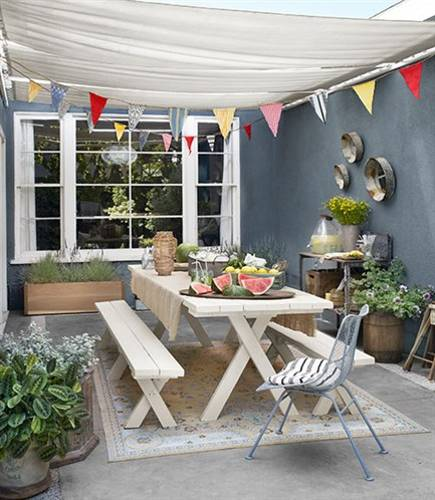 summer party table setting and outdoor