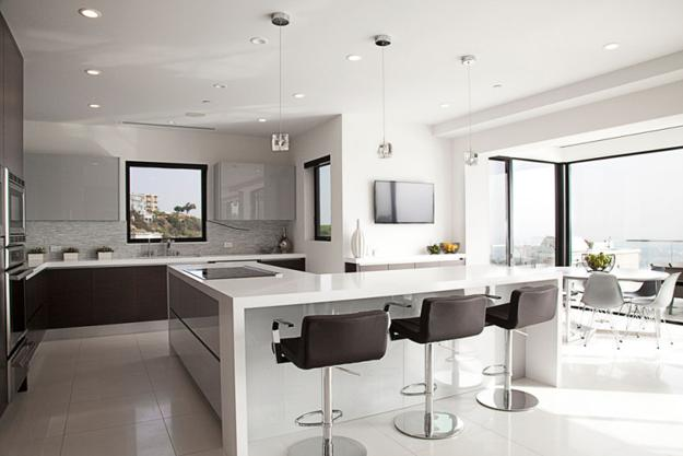 Modern Kitchen Designs With Art Deco Decor And Accents In