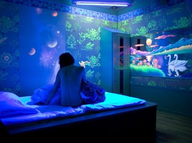 Luminous Murals Adding Mystery And Originality To Modern Interior Design