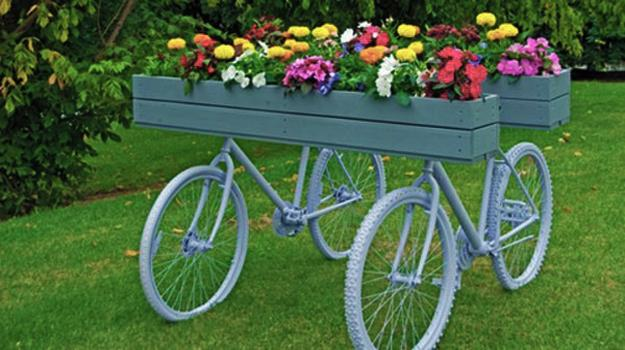 Artistic Ideas To Recycle Old Bicycles For Whimsical And Bright Yard Decorations