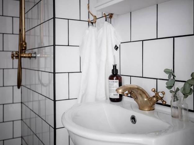 Modern Bathroom Tile Designs, Colorful Ideas Blending ...