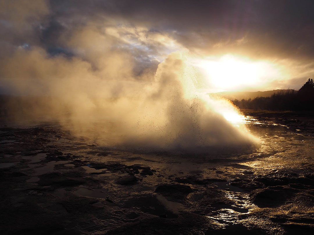 ICELAND GEYSER HOT SPRINGS