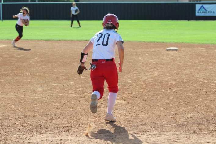 Luther softball, Jones steals second