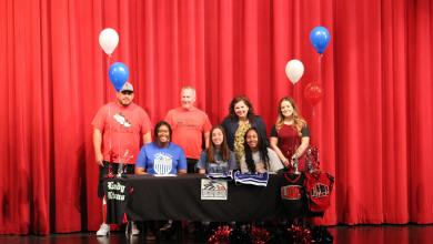 Photo of Luther Athletes Sign College Letters