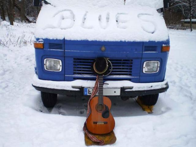 Der Blues-Bus im Winter