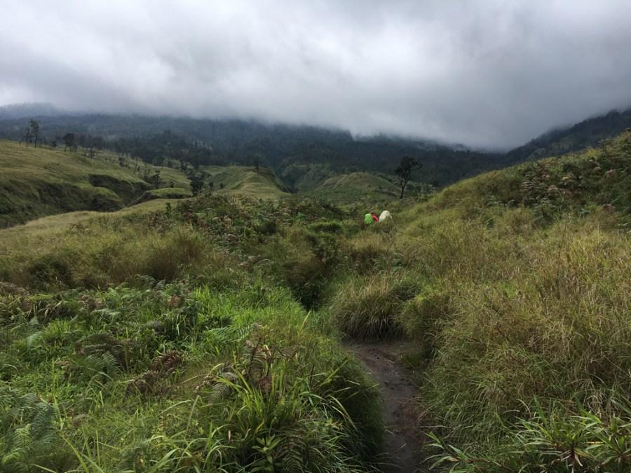 Blijft ons tentje wel staan? @ Mount Rinjani (3726m)
