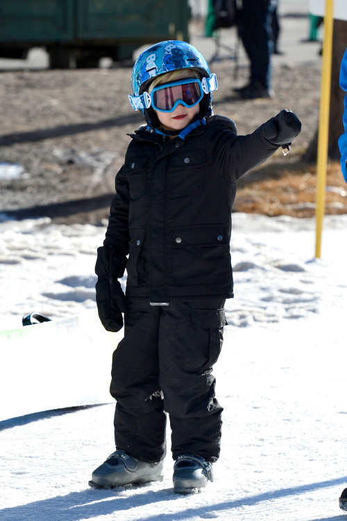 Gwen Stefani and her baby bump watch their Boys hit the Slopes