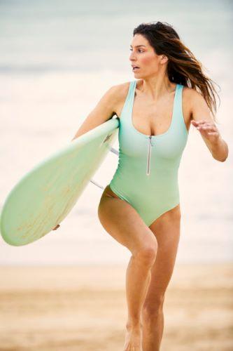 Surfer avec Laury Thilleman