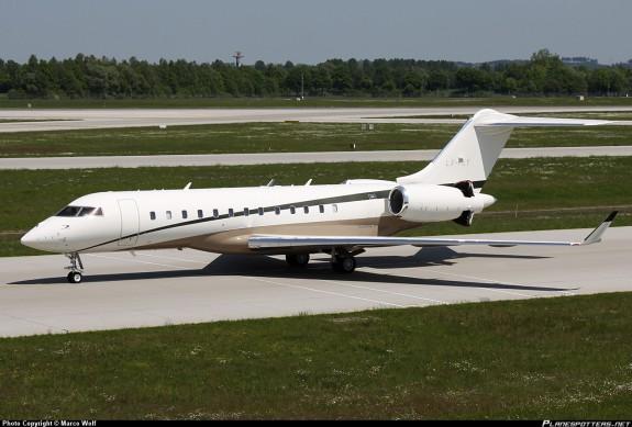 Son Global Express BD700, un jet capable de relier deux point n'importe où sur le globe en ne faisant qu'une seule escale. Il contient une salle de conférence, une chambre et une salle de bain, et peut atteindre une vitesse de 950 km/h/ Prix: 45 millions d'euros