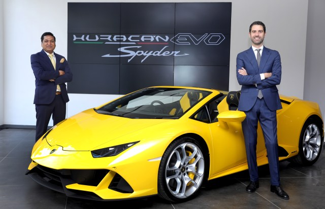 Matteo  Ortenzi,  CEO, Automobili  Lamborghini, Asia Pacific and Sharad Agarwal, Head of Lamborghini India, at the launch of Lamborghini Huracán EVO Spyder