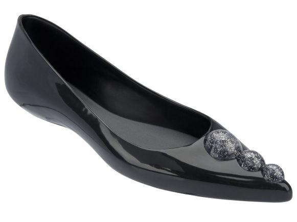 Glam-noir-85e-MELISSA+KARL-LAGERFELD-au-Bon-Marche