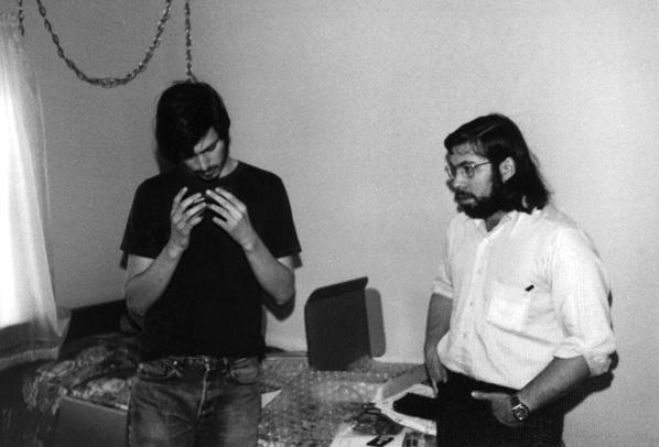Steve Wozniak : «Steve Jobs et moi en 1974, avec la Blue Box que j'avais conçue»