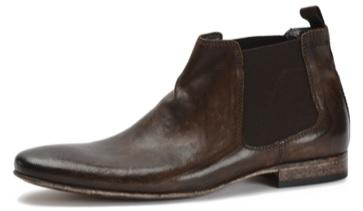 ... pour sa part, séduit par le contraste entre le cuir noir et le bordeaux  de l élastique aux chevilles, composant caractéristique des bottes chelsea. cfb741256c3