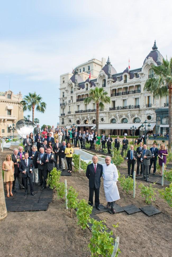 150 vins pour les 150 ans de Monte-Carlo SBM. De gauche à droite : Jean-Luc Biamonti, Alain Ducasse
