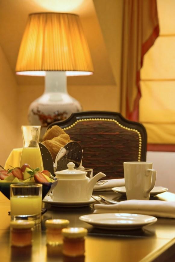hotel-dream-castle-paris-suite-royal-detail-1-2009-hi