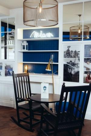 Maison Bleue_etagere & potos (Copier)