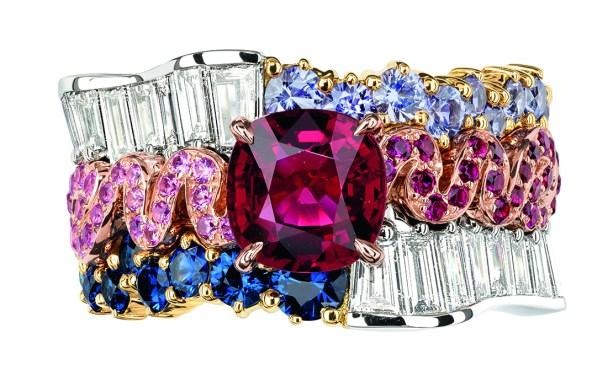 BAGUE TRESSE RUBIS JCAD93055 750/1000e or rose et jaune, 950/1000e platine, diamants, rubis, saphirs, saphirs violets et roses