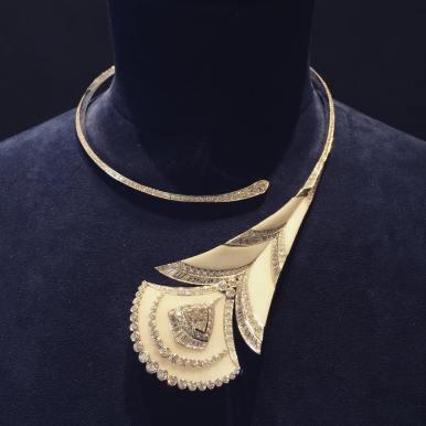 Collier Plume de Paon, or 750 ‰, diamants et marbre de Makrana.