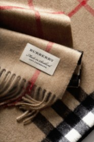 The Burberry Classic Cashmere Scarf - Craftsmanship Image_018