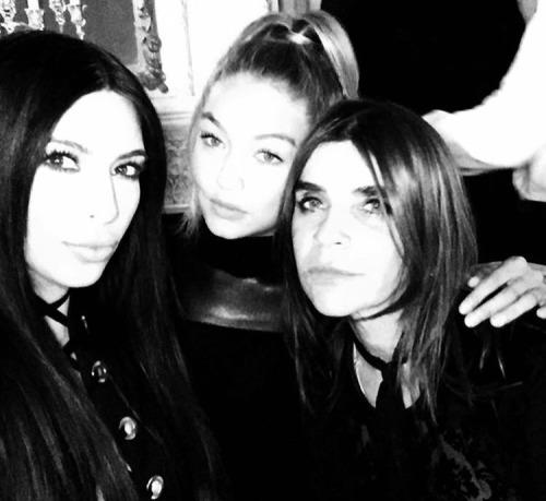 Avec Carine Roitfield et Kim Kardashian