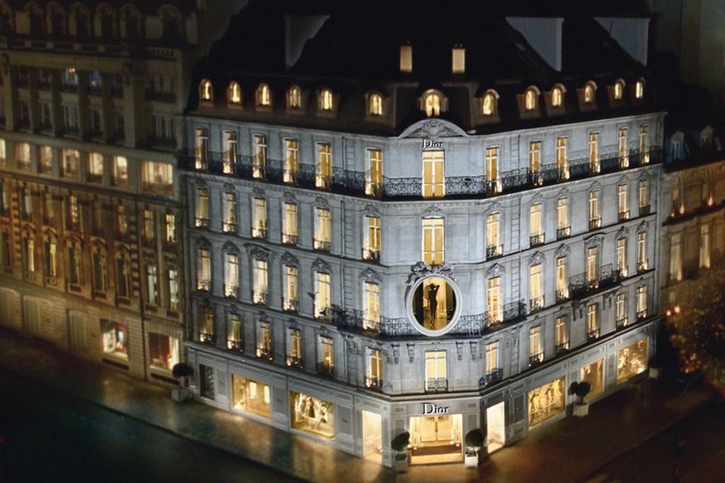 Dior-30-avenue-Montaigne_gerard-uferas_edition-terre-bleue_1170x780-1170x780
